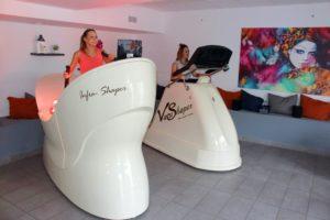 Kobiety wykonują trening w lokalu Studio Figura dbając tym samym o swoją sylwetkę